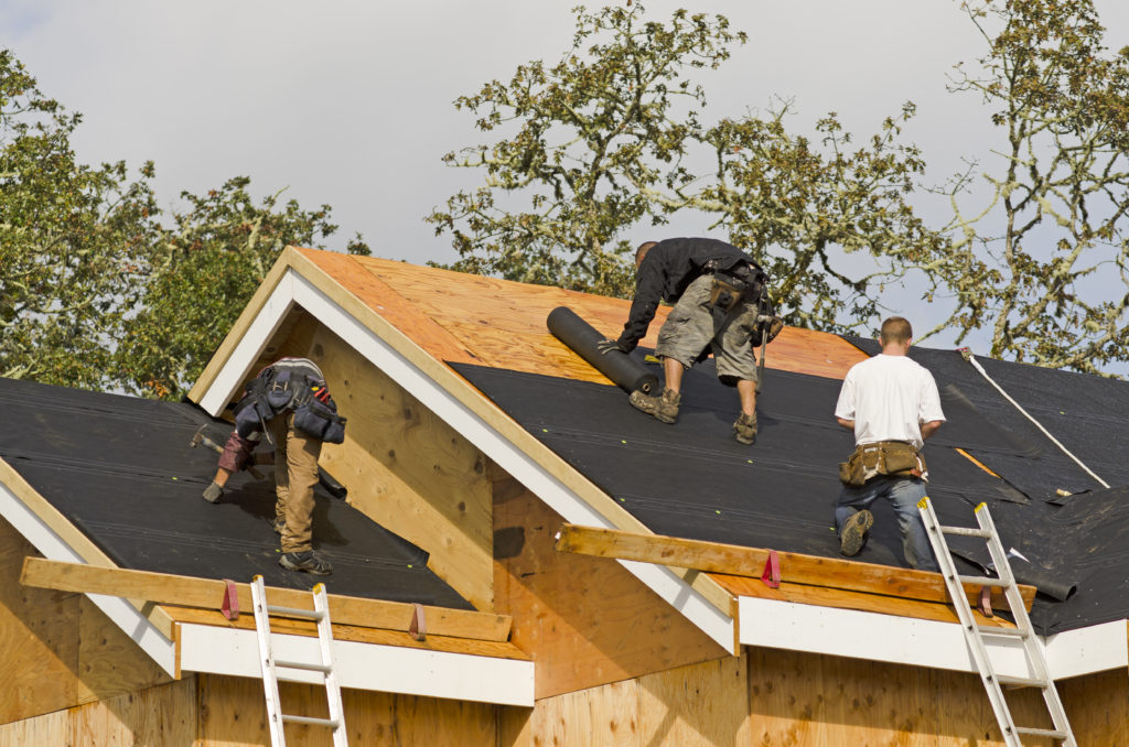 Roof with felt underlayment