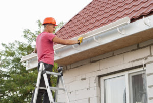 installing a roofing gutter